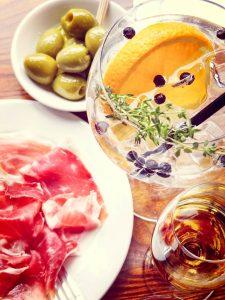 Gin Tonic / Olives / Jamon